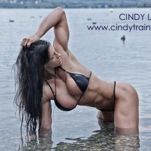 Personal-Trainer-Zurich-Cindy-Landolt-black-bikini-15